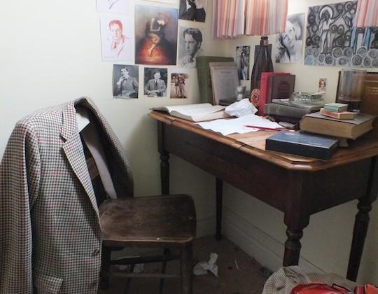 Dyls Desk